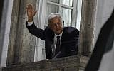 """Newly elected Mexico's President Andres Manuel Lopez Obrador, running for """"Juntos haremos historia"""" party, waves to his supporters after winning general elections, in Mexico City, on July 1, 2018. (AFP PHOTO / ALFREDO ESTRELLA)"""