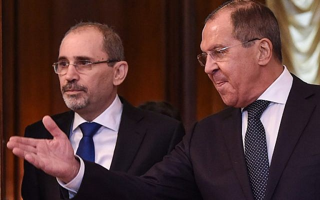 Russian Foreign Minister Sergei Lavrov (R) shows the way to his Jordanian counterpart Ayman Safadi during a meeting in Moscow on July 4, 2018. (AFP Photo/Vasily Maximov)