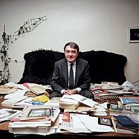 In this file photograph taken on May 11, 1985, French writer, journalist and movie producer Claude Lanzmann poses in his office in Paris.(AFP PHOTO / DERRICK CEYRAC)