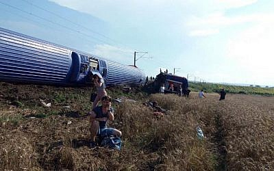 Survivors of a train derailment in Corlu, in the Turkish province of Tekirdag, on July 8, 2018, that killed at least 10 and left some 73 injured. (AFP Photo/DHA)