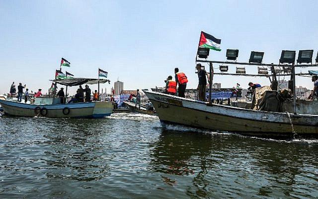 Activists escort a blockade-running boat carrying Palestinian students and others injured during protests out to sea from the Gaza City harbor on July 10, 2018. (AFP Photo/Mahmud Hams)