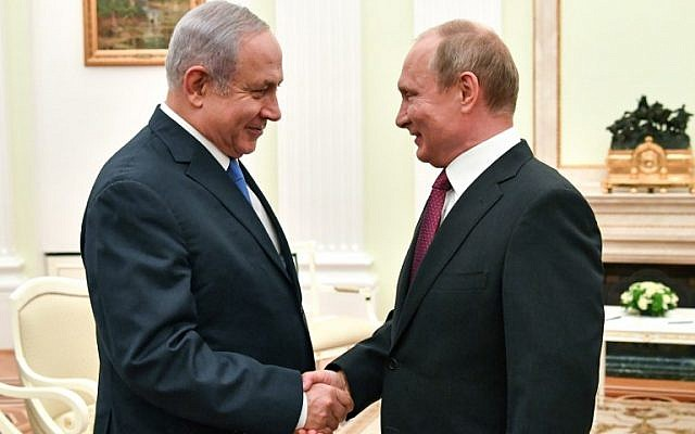 Russian President Vladimir Putin (R) shakes hands with Israeli Prime Minister Benjamin Netanyahu during their meeting at the Kremlin in Moscow on July 11, 2018. (AFP/Pool/Yuri Kadobnov)