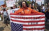 Protesters against the UK visit of US President Donald Trump hold up flags and placards as they take part in a march and rally in London on July 13, 2018. (AFP PHOTO / Niklas HALLE'N)