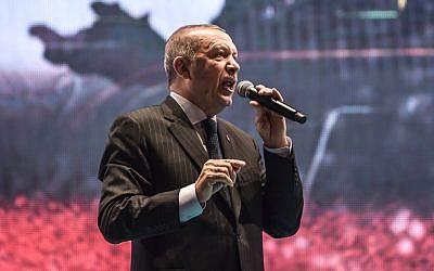 "Turkey's President Recep Tayyip Erdogan delivers a speech at a ceremony site on ""July 15 Martyrs Bridge"" (Bosphorus Bridge) in Istanbul on July 15, 2018. (AFP PHOTO / OZAN KOSE)"