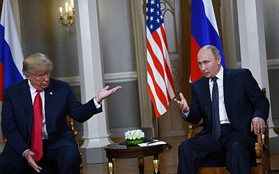 Russian President Vladimir Putin (R) and US President Donald Trump pose ahead a meeting in Helsinki, on July 16, 2018. (AFP Photo/Brendan Smialowski)
