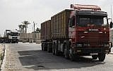 Trucks are seen at the gate of the Kerem Shalom crossing, the main passage point for goods entering Gaza, in the southern Gaza Strip town of Rafah, on July 17, 2018. (AFP PHOTO / SAID KHATIB)