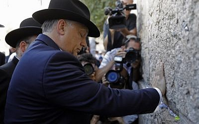 Hungarian Prime Minister Viktor Orban prays at the Western Wall in Jerusalem's Old City during his visit to Israel on July 20, 2018. (AFP/Menahem Kahana)