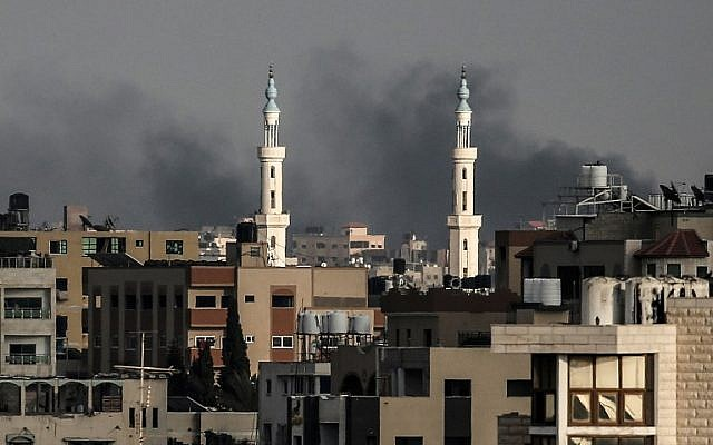A picture taken on July 20, 2018 shows smoke plumes rising after an Israeli bombardment in Gaza City. Israeli aircraft and tanks hit targets throughout the Gaza Strip on July 20 after shots were fired at troops along the border, the army said, with Gaza's health ministry reporting three Palestinians killed.  (AFP PHOTO / MAHMUD HAMS)