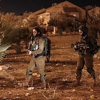 A picture taken on July 26, 2018 shows Israeli security forces at the Adam settlement. (AFP  / Ahmad GHARABLI)