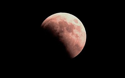 This picture taken on July 27, 2018 shows the moon during the total lunar eclipse, in the Israeli Mediterranean coastal city of Netanya. ( AFP PHOTO / JACK GUEZ)