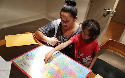 In this file photo taken on July 26, 2018 in El Paso, TX A woman, identified only as Heydi and her daughter Mishel,6, look at a map of the United States as they figure out where their sponsor lives as they stay in an Annunciation House facility after they were reunited. A federal judge praised the US governm ( AFP PHOTO / GETTY IMAGES NORTH AMERICA / JOE RAEDLE)