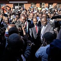 Zimbabwe's opposition leader Nelson Chamisa, center, arrives to cast his vote amid singing crowds at a polling station in Harare during Zimbabwe's general elections on July 30, 2018. (AFP Photo/Zinyange Auntony)