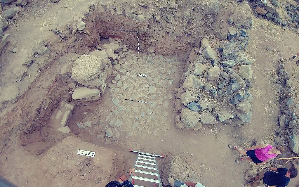The inner gate floor from the 11th-10th century BCE discovered in 2018 at the ongoing excavations at Bethsaida. (Hanan Shafir, the Bethsaida Archaeological excavations)