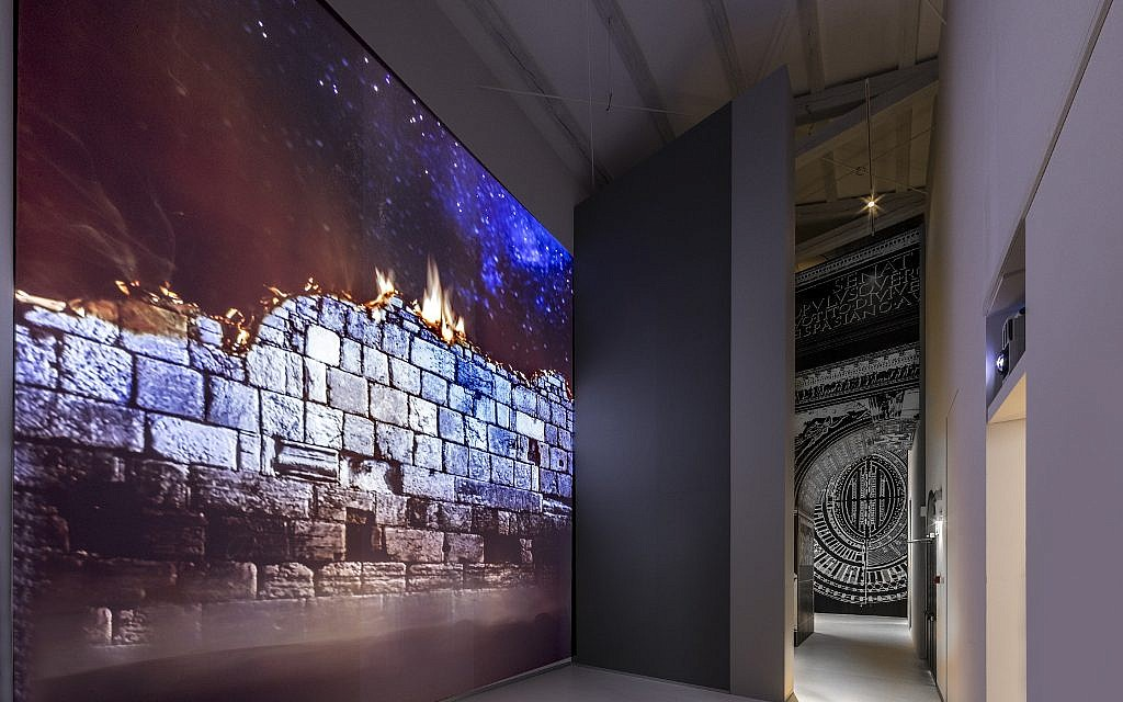 The display dedicated to the destuction of the Jewish Temple. (Marco Caselli Nirmal/ Courtesy MEIS)
