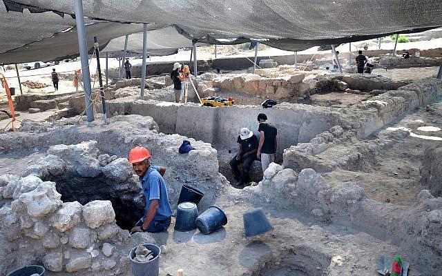 The excavation in Gedera, July 2018. (Yoli Schwartz, Israel Antiquities Authority)