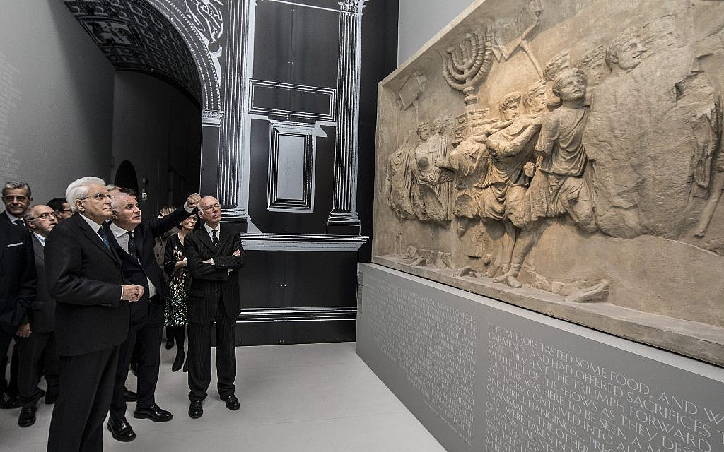 Italian President Sergio Mattarella in the MEIS room dedicated to destruction of the Temple. To his right, architect Giovanni Tortelli from GTRF Giovanni Tortelli Roberto Frassoni Architetti Associati studio, who curated the Museographic and layout project, and MEIS president Dario Disegni. (Marco Caselli Nirmal/ Courtesy MEIS)