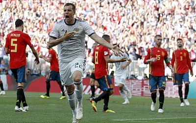 Russia's Artyom Dzyuba celebrates scoring his side's opening goal during the round of 16 match between Spain and Russia at the 2018 soccer World Cup at the Luzhniki Stadium in Moscow, Russia, July 1, 2018. (AP Photo/ Antonio Calanni)