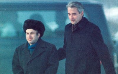 Prisoner of Zion Natan (Anatoly) Sharansky is escorted by US Ambassador Richard Burt after Sharansky crossed the border at Glienicker Bridge on Feb. 11, 1986 at the start of an East-West spy and prisoner exchange in Berlin. (AP Photo/Files)