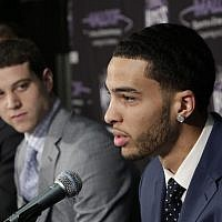 Tyler Honeycutt, the Sacramento Kings second round pick, 35th overall, in Thursday's NBA draft, responds to a question as Jimmer Fredette, left, the Kings first round pick, 10th, overall looks on during a news conference in Sacramento, California, June 25, 2011.  (AP Photo/Rich Pedroncelli)