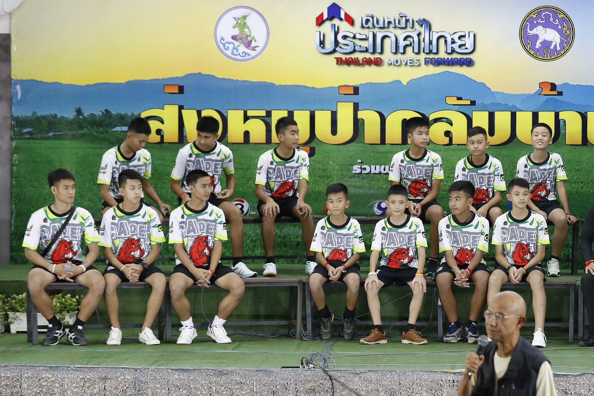 Thailand boys hail British divers after narrow cave rescue