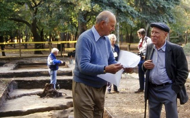 In this photo taken in November 1991 and provided by First Colony Foundation, Ivor Noel Hume. left, speaks with J.C. 'Pinky' Harrington, known as the father of American archaeology, during a dig at the Fort Raleigh Historic Site, near Manteo, North Carolina (Nick Luccketti/First Colony Foundation via AP)