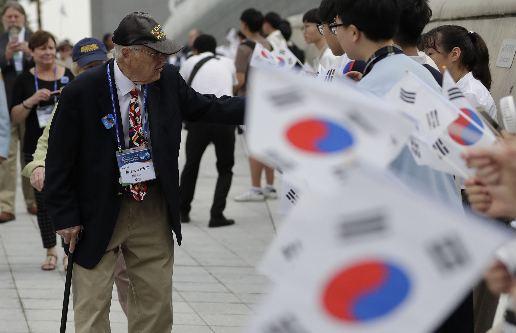 U.S.  plane arrives in South Korea with remains of war dead