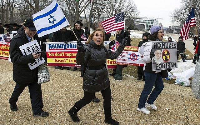 Pro Israel demonstrators walks past anti-Israel demonstrators on Capitol Hill in Washington, Tuesday, March 3,2015, while Israeli Prime Minister Benjamin Netanyahu addressed a joint meeting of Congress. (Illustrative image: AP/Cliff Owen)