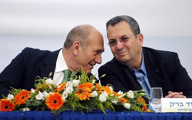 Ehud Olmert (L) and Ehud Barak at a ceremony in Jerusalem on July 31, 2007. (Orel Cohen/Flash90)