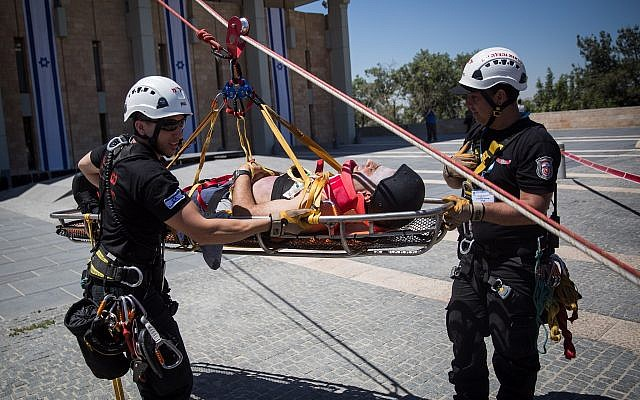 First responders participate in an emergency drill simulating an earthquake at the Knesset, in Jerusalem, on June 13, 2017. (Hadas Parush/Flash90)