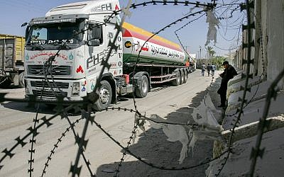 Palestinian trucks seen at the Kerem Shalom crossing on March 22, 2018. (Abed Rahim Khatib/Flash90)