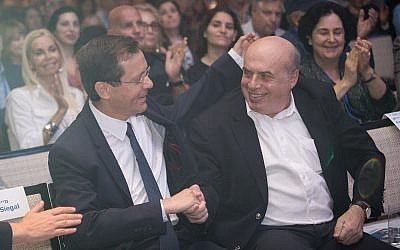 Incoming Jewish Agency Chairman Isaac Herzog with outgoing chairman Natan Sharansky, at the board of governors conference of the Jewish Agency, at the Orient Hotel in Jerusalem, on June 24, 2018. (Hadas Parush/Flash90)
