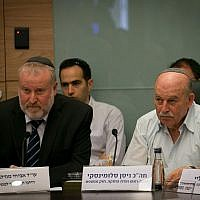 Nissan Slomiansky (r), head of the Constitution, Law, and Justice, Committee and Attorney General Avichai Mandelblit in the Knesset on June 25, 2018. (Yonatan Sindel/ Flash90)