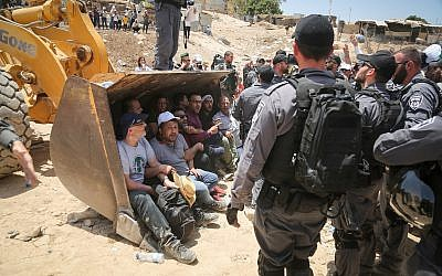 Israeli policemen scuffle with Palestinian demonstrators in the Bedouin village of al-Khan al-Ahmar on July 4, 2018. (Flash90)
