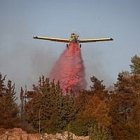 Planes work to put out a forest fire in Beit Meir outside Jerusalem, July 5, 2018 (Flash90)