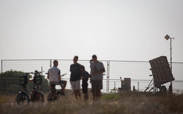 Israelis watch an Iron Dome missile defense battery stationed in southern Israel on July 14, 2018.(Hadas Parush/Flash90)