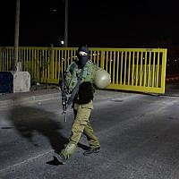 Israeli security forces at the scene of a stabbing attack in the West Bank settlement of Adam, July 26, 2018 (Hadas Parush/Flash90)