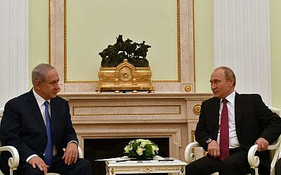 Prime Minister Benjamin Netanyahu, left, meets with Russian President Vladimir Putin in Moscow, July 11, 2018. (Israel Foreign Ministry)