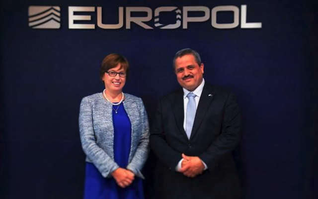 Israel Police Commissioner Roni Alsheich with Europol Executive Director Catherine De Bolle in The Hague, July 17, 2018 (courtesy Europol)