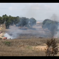 A fire breaks out in near Kibbutz Nir Am in southern Israel, near the Gaza border, on July 22, 2018. (Screen capture: Ofer Liberman)