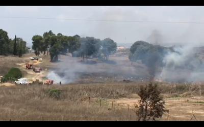 A fire breaks out in near Kibbutz Nir Am in southern Israel, near the Gaza border, on July 22, 2018. (Screen capture: Ofer Liberman)