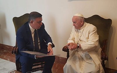 Labor leader Avi Gabbay (l) meets Pope Francis in the Vatican on July 3, 2018. (Labor Party)