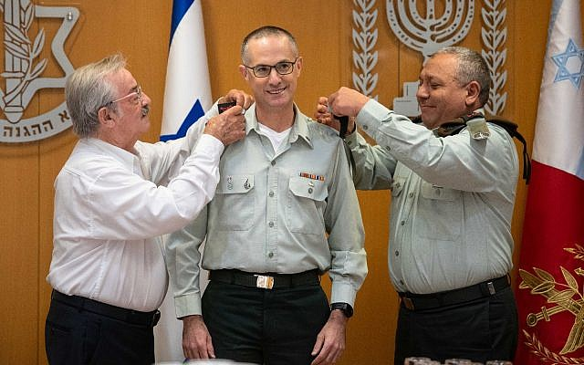 Military Advocate General Sharon Afek receives the rank of major general from IDF Chief of Staff Gadi Eisenkot, right, during a ceremony in the IDF's Tel Aviv headquarters on July 12, 2018. (Israel Defense Forces)