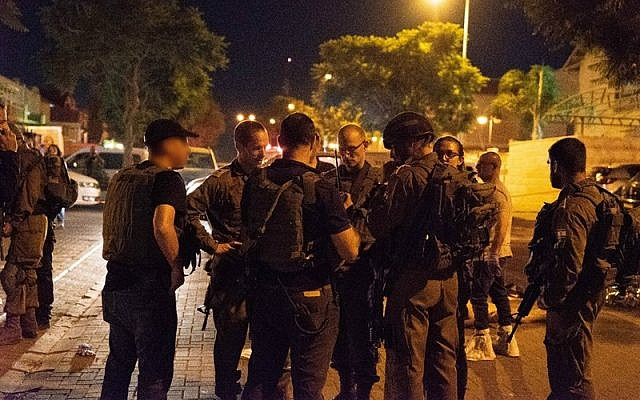 IDF officers near the scene of a stabbing attack in the West Bank settlement of Adam, July 26, 2018 (IDF spokesperson)