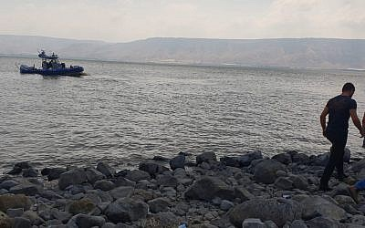 Rescue efforts to find a young man who drifted from the shore on an inflatable raft, Sea of Galilee, July 29, 2018 (Police Spokesman's Unit)