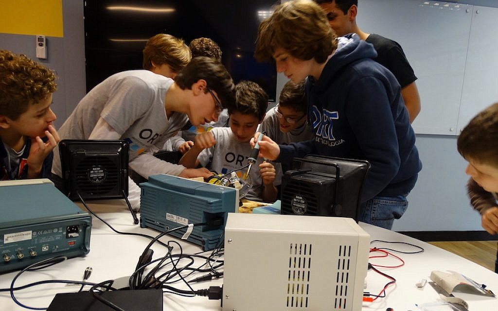 Students playing with technology at ORT, the smallest of Rio's four Jewish day schools. (Courtesy of ORT/via JTA)