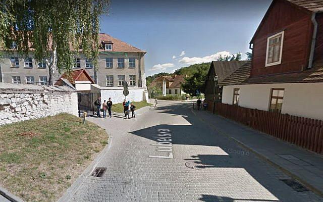 A school in Kazimierz Dolny, Poland. (screen capture: Google Street View)
