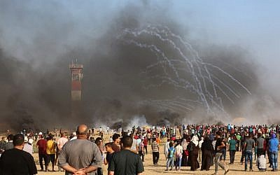 Palestinian protesters at the Israel-Gaza border, in Khan Yunis in the southern Gaza Strip, on August 3, 2018. (AFP/Said Khatib)