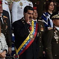 Venezuelan President Nicolas Maduro (C) gestures next to his wife Cilia Flores (L) during a ceremony to celebrate the 81st anniversary of the National Guard in Caracas on August 4, 2018. (AFP/ Juan BARRETO)