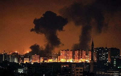 A picture taken on August 8, 2018 in Gaza City shows smoke plumes rising following an Israeli air strike (AFP PHOTO / MAHMUD HAMS)