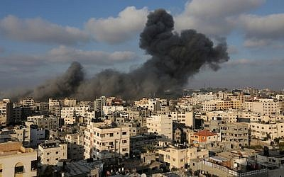 A plume of smoke rises from the remains of a building west of Gaza City that was targeted by the Israeli Air Force in response to a rocket attack that hit southern Israel earlier in the day on August 9, 2018. (AFP Photo/Mahmud Hams)